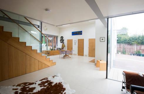Heydons Close: modern Living room by IQ Glass UK