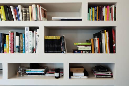libreria: Soggiorno in stile in stile Moderno di marta novarini architetto
