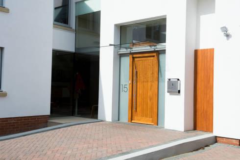 Heydons Close: modern Houses by IQ Glass UK
