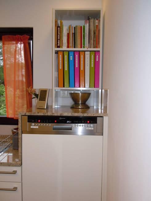 Küchenregal für Bücher:  Küche von Schrankplaner GmbH
