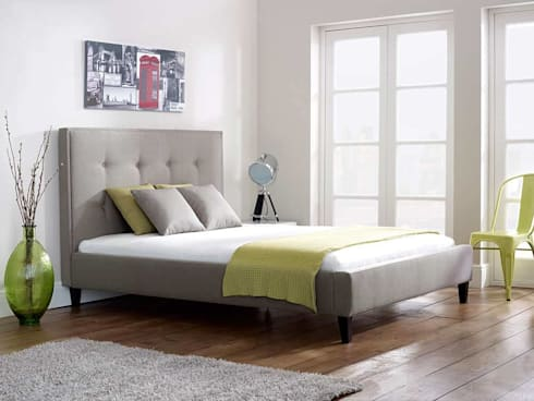 Ivy Short: modern Bedroom by Living It Up