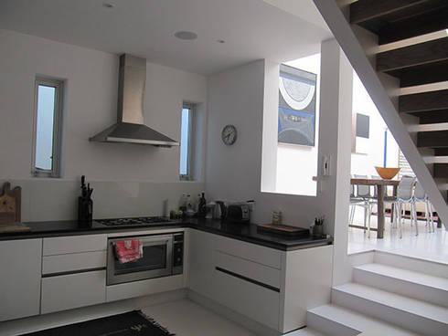 Ebner Street London: modern Kitchen by 4D Studio Architects and Interior Designers