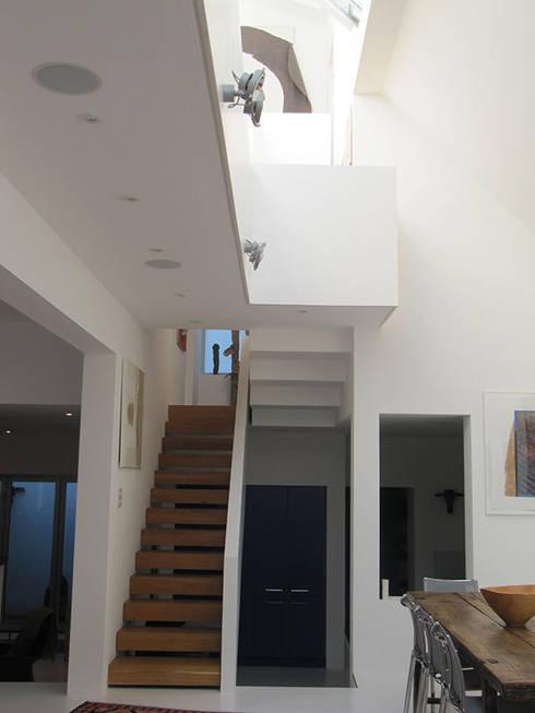 Ebner Street London:  Corridor & hallway by 4D Studio Architects and Interior Designers
