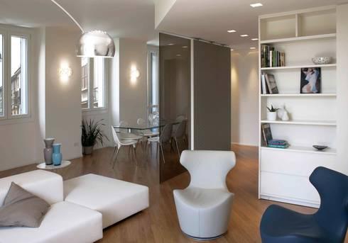 soggiorno: Soggiorno in stile in stile Moderno di marta novarini architetto