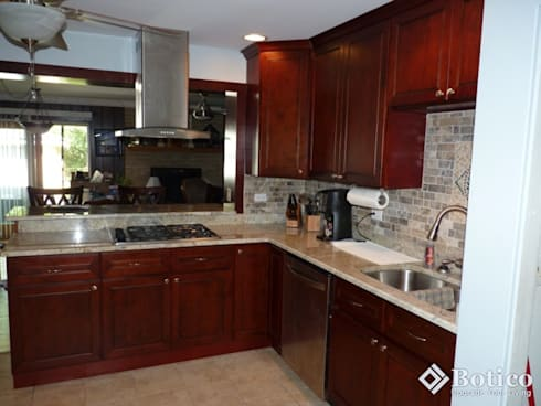 Lincoln Kitchen Remodeling: classic Kitchen by Botico