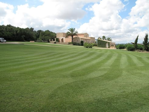 Son Fornes, Majorca: mediterranean Garden by 4D Studio Architects and Interior Designers