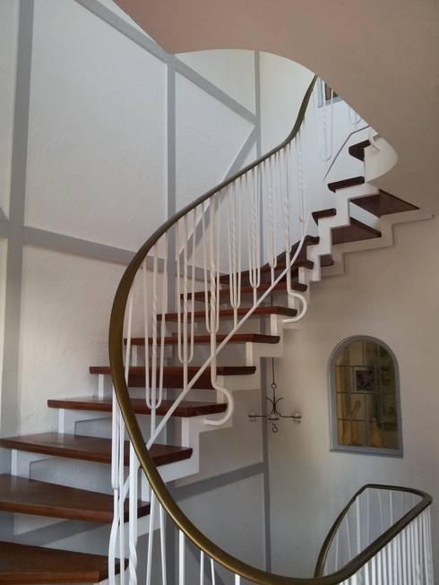 Treppenhausgestaltung von Stuck Hallmann | homify