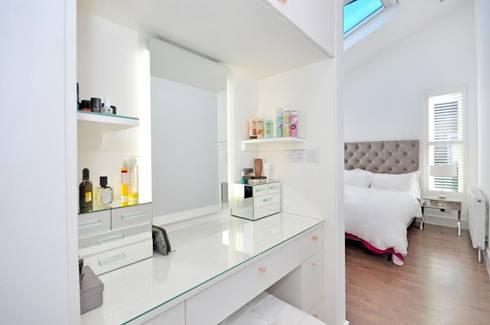Lindrop Road - Bedroom: modern Bedroom by Amorphous Design Ltd