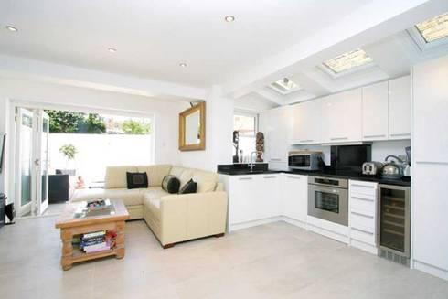 Kilkie Street - Kitchen: modern Kitchen by Amorphous Design Ltd
