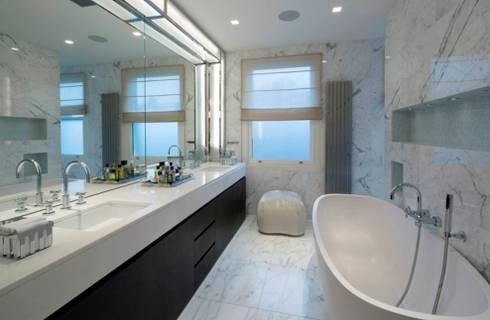 Italian marble bathroom: modern Bathroom by Amarestone