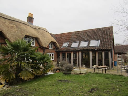 New Forest House: modern Houses by Amorphous Design Ltd
