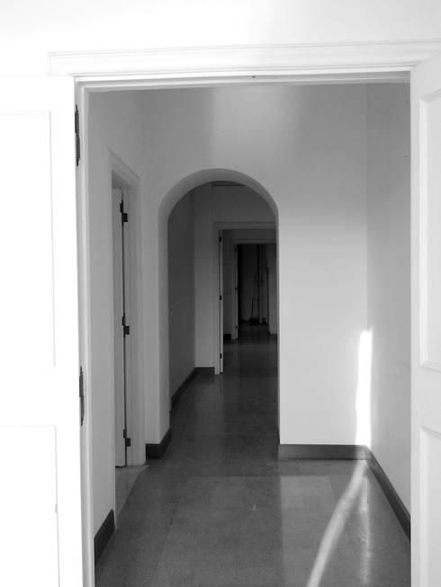 Casa MB_ante operam: Ingresso & Corridoio in stile  di laboratorio di architettura - gianfranco mangiarotti