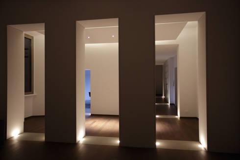 Casa MB_ : Ingresso & Corridoio in stile  di laboratorio di architettura - gianfranco mangiarotti