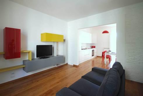 Casa LP: Soggiorno in stile in stile Moderno di Arch. Alessandro Interlando