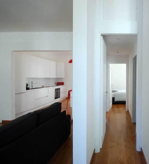Casa LP: Ingresso, Corridoio & Scale in stile  di Arch. Alessandro Interlando