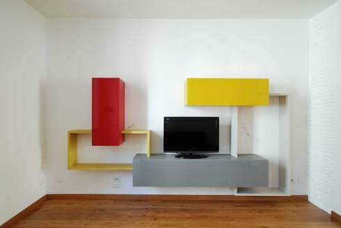 Casa LP: Sala multimediale in stile  di Arch. Alessandro Interlando