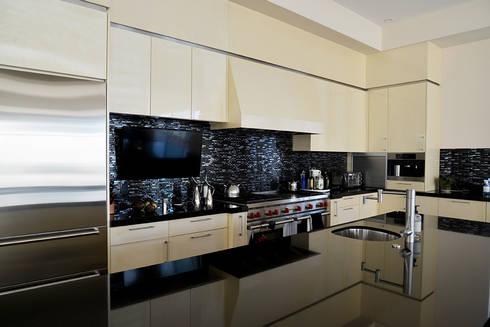 Nightingale Decor, Hollywood Hills CA. 2014: Cocinas de estilo moderno por Erika Winters® Design