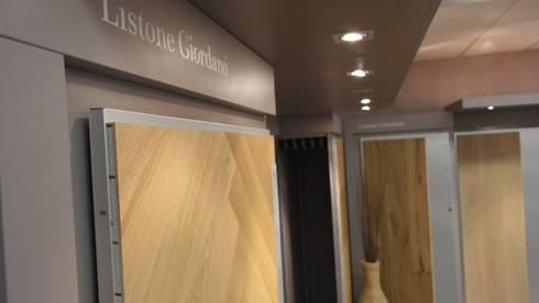Unser Parkettstudio !: moderner Multimedia-Raum von Keramostone