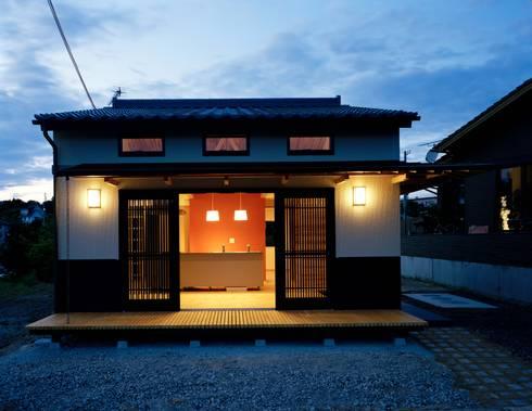 外観夜景: 株式会社 遊墨設計が手掛けた家です。