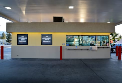 76 Gas Station & CarWash Ramon Rd. Cathedral City CA. 2014: Espacios comerciales de estilo  por Erika Winters® Design