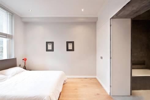 Clanricarde Gardens: modern Bedroom by Ardesia Design