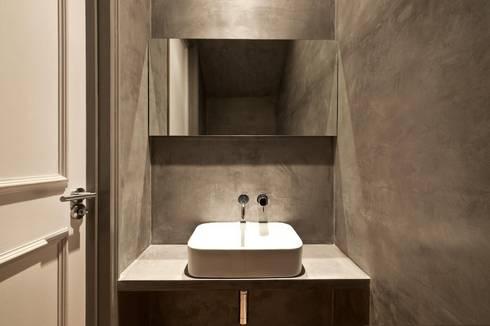 Clanricarde Gardens: modern Bathroom by Ardesia Design