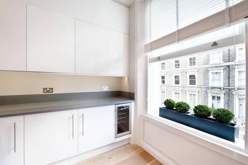 Clanricarde Gardens: modern Kitchen by Ardesia Design
