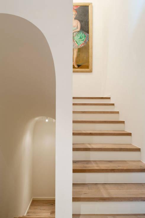 Canton De Vaud, Switzerland:  Corridor & hallway by Ardesia Design