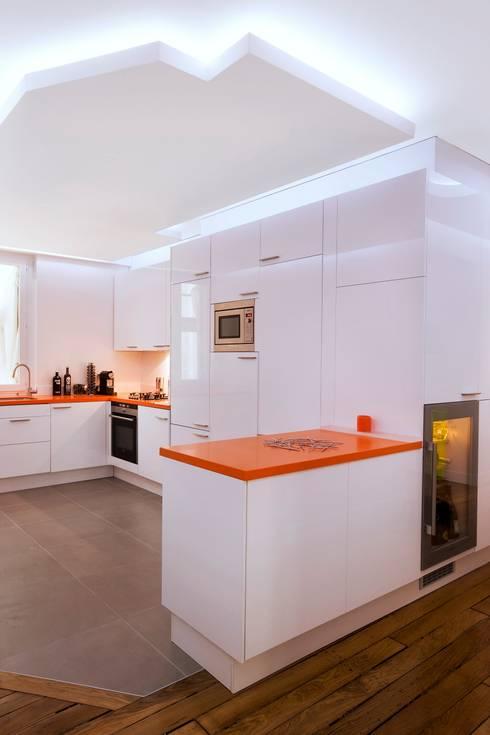 Appartement 140m²: Cuisine de style  par blackStones