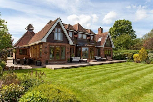 Exterior: eclectic Houses by Stunning Spaces Ltd