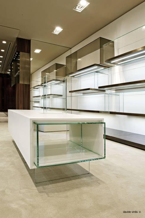 Boutique Pakerson, Milano: Negozi & Locali commerciali in stile  di beatrice pierallini