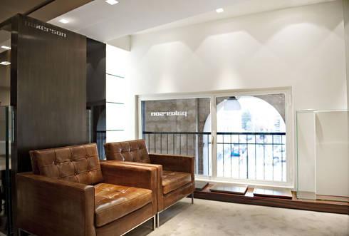 Boutique Pakerson, Milano: Soggiorno in stile in stile Classico di beatrice pierallini