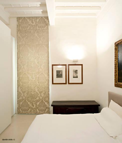 Appartamento in centro a Firenze: Camera da letto in stile in stile Coloniale di beatrice pierallini