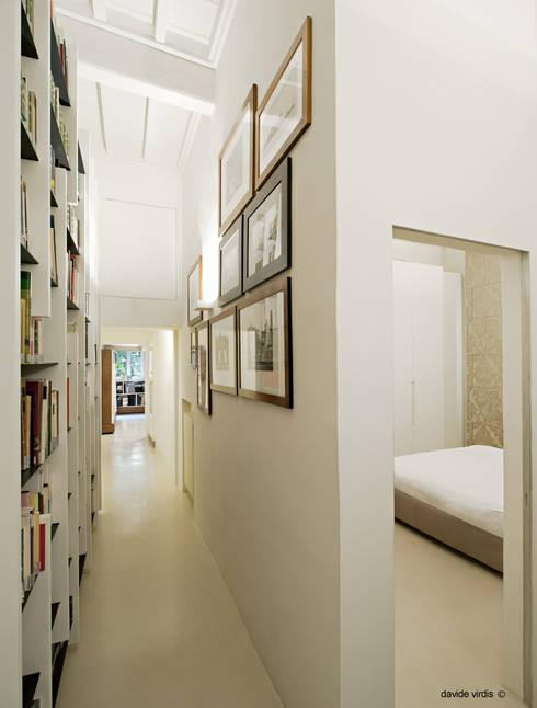 Appartamento in centro a Firenze: Ingresso & Corridoio in stile  di beatrice pierallini