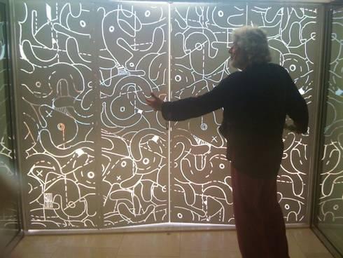 casa dentro le mura: Finestre & Porte in stile in stile Mediterraneo di laboratorio di architettura - gianfranco mangiarotti