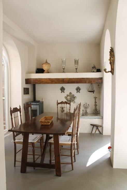 Abitazione in San Frediano, Firenze: Sala da pranzo in stile  di Studio Tecnico Progettisti Associati Ing. Marani Marco & Arch. Dei Claudia