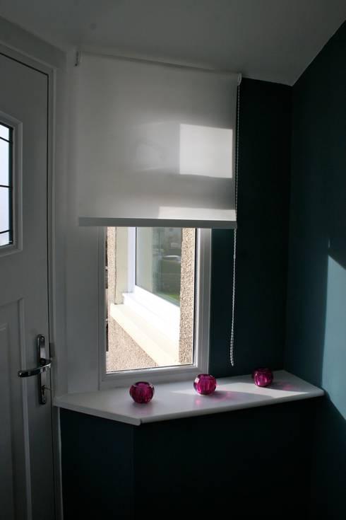 Porch:  Corridor & hallway by Isolution Interiors