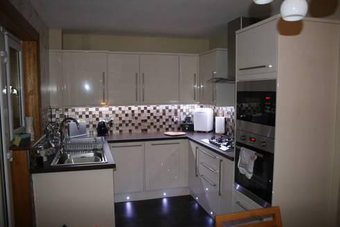 Kitchen Re-design: modern Kitchen by Isolution Interiors