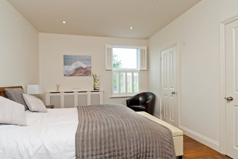 Double side dormer :  Bedroom by A1 Lofts and Extensions