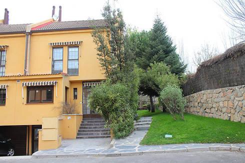 Fachada reformada: Casas de estilo mediterráneo de Sabimad Proyectos y Obras