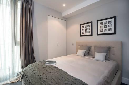 Guest Bedroom: modern Bedroom by STUDIO[01] LTD