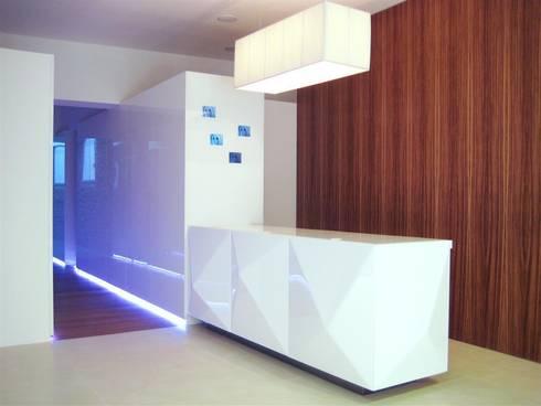 reception: Spa in stile in stile Moderno di studiooxi
