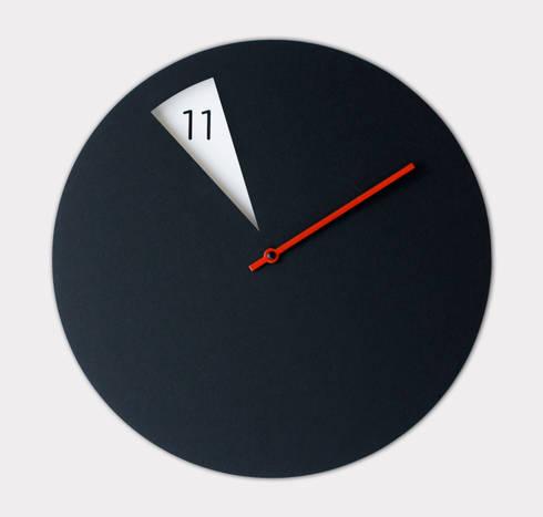 FreakishCLOCK - wall clock: Casa in stile  di Sabrina Fossi Design