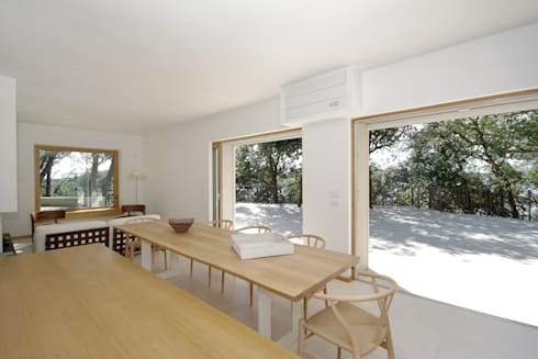 Casa  sul lago di Bracciano: Sala da pranzo in stile in stile Mediterraneo di laboratorio di architettura - gianfranco mangiarotti