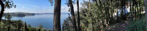 Casa  sul lago di Bracciano: Giardino in stile in stile Mediterraneo di laboratorio di architettura - gianfranco mangiarotti