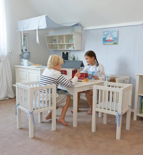 Dormitorios infantiles de estilo escandinavo de YUYO`s Schöne Kinderzeit