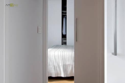 VIVIENDA EN RUZAFA: Dormitorios de estilo ecléctico de ambau taller d´arquitectes