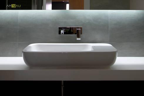 VIVIENDA EN RUZAFA: Baños de estilo ecléctico de ambau taller d´arquitectes