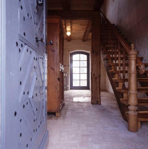 Corredores e halls de entrada  por Gabriele Riesner Architektin