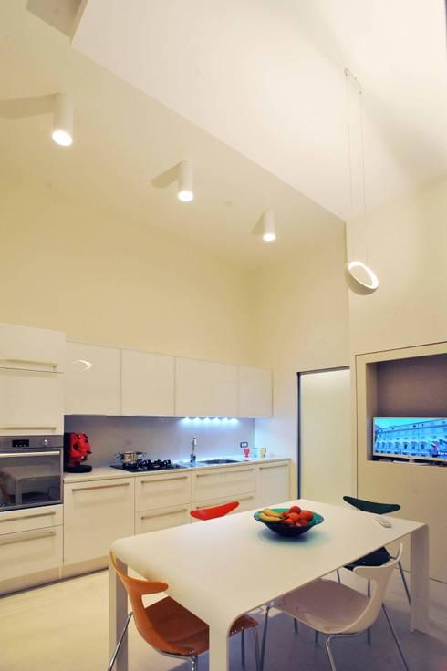 Interior Irsina_MATERA: Cucina in stile in stile Moderno di B+P architetti